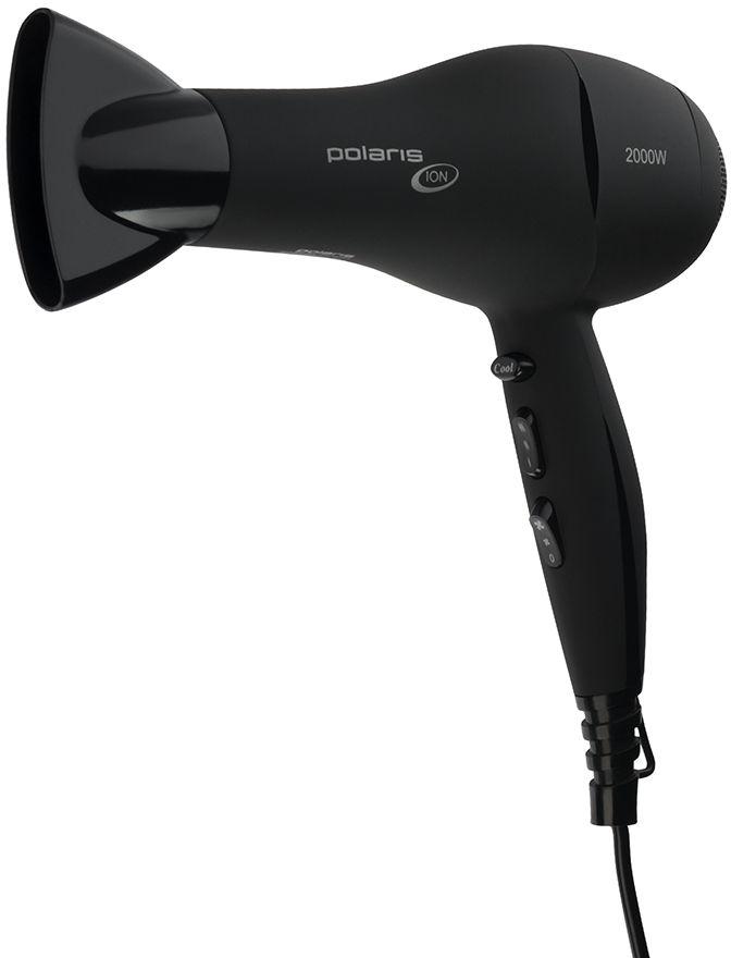 Polaris PHD 2031Ti фен007335Турмалиновый ионизатор генерирует отрицательно заряженные частицы, снимая статическое электричество с волос, облегчая расчесывание волос и сохраняя их внутреннюю влагу. Волосы приобретают красивый здоровый вид.Мягкое прорезиненное покрытие корпуса Soft TouchНасадка для концентрации воздухаРежим холодного обдува для закрепления укладки3 температурных режима2 скоростных режимаУдобная петля для подвешиванияМощность: 2000 Вт