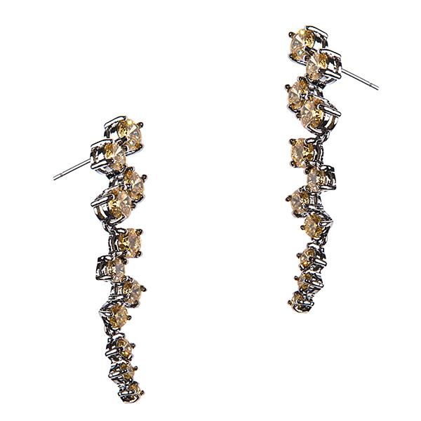 Серьги Selena, цвет: желтый. 20077560Серьги с подвескамиСерьги Selena выполнены из металлического сплава и страз. Подвесные элементы придают серьгам изящество и легкость. Изделие застегивается с помощью замков-гвоздиков.Длина серег 4,5 см, ширина 0.6 см см.