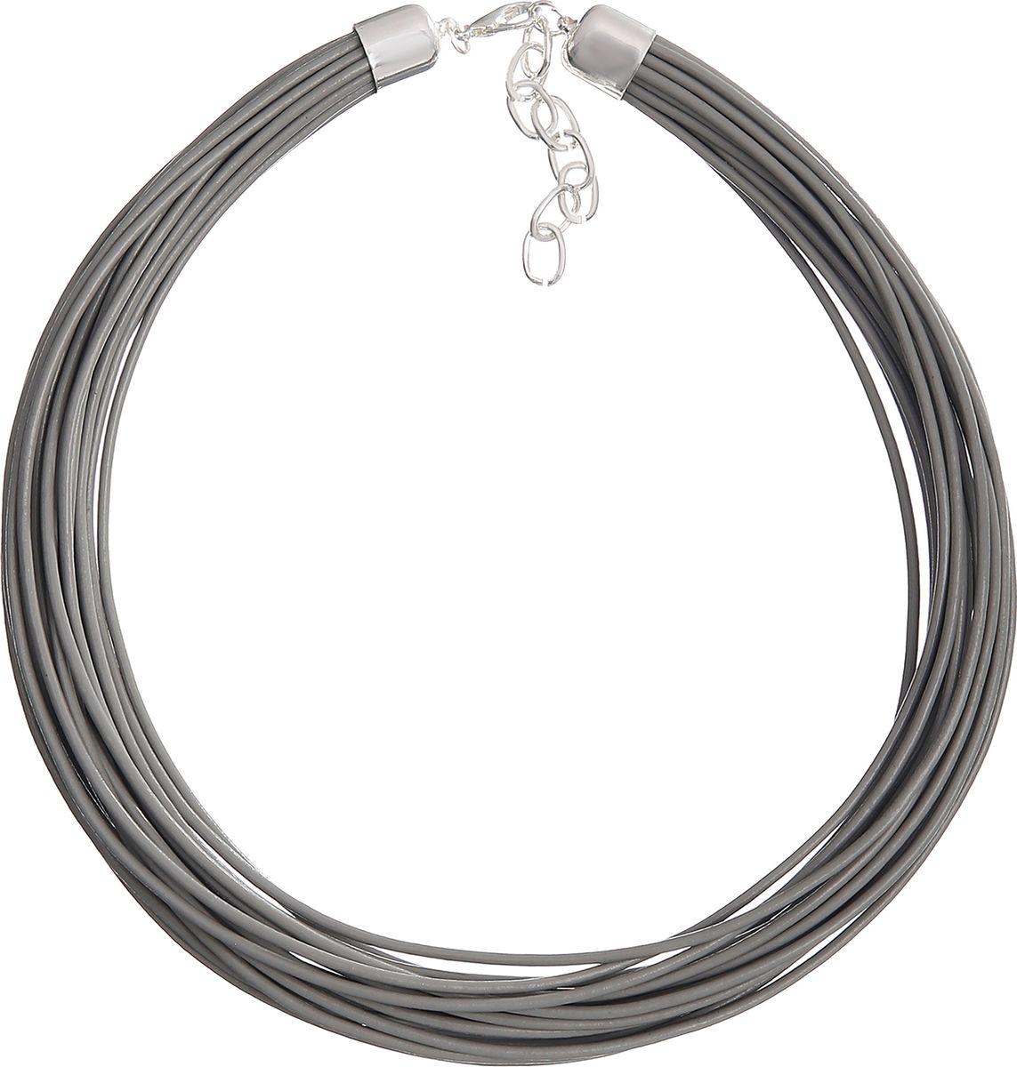 Ожерелье Модные истории, цвет: серый. 12/1030/888Бусы-ошейникКороткое ожерелье выполнено из множества кожаных шнуров. Застегивается на карабин, при помощи которого регулируется по длине.