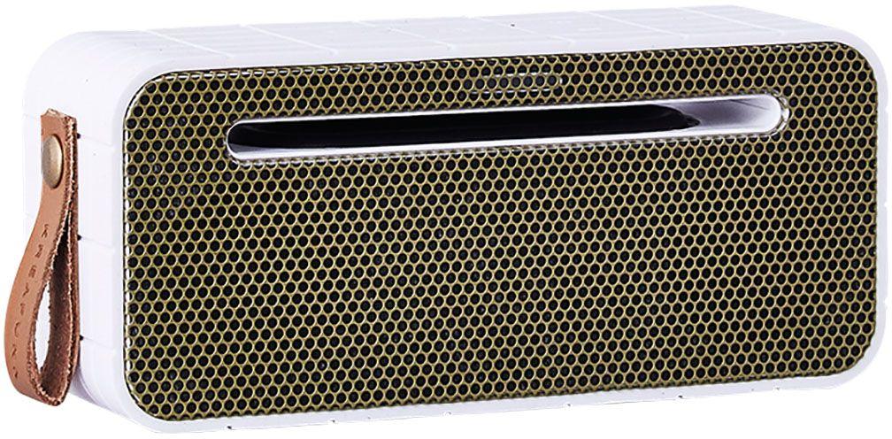 Kreafunk aMOVE, White беспроводная портативная колонкаKfng61Kreafunk aMOVE - компактная беспроводная колонка в стильном ретро-дизайне. Подключается к смартфону через Bluetooth или с помощью кабеля 3,5 мм (mini-jack), который входит в комплект. Колонка способна работать до 20 часов без подзарядки (при 80% громкости), а благодаря встроенному микрофону с системой hands free можно принимать звонки. Корпус имеет нескользящее прорезиненное покрытие, что придает ему дополнительную устойчивость. aMOVE компактная и легкая, ее можно брать с собой на пляж, пикник, в поход или в путешествие. Колонку также можно использовать в качестве зарядного устройства. Качественное воспроизведение звука, простота эксплуатации и лаконичный дизайн не оставят равнодушными всех ценителей прекрасного. Поставляется в красивой деревянной коробке, которую украшают слова из песни Боба Марли: Одна хорошая вещь о музыке, когда она бьет по вам, вы не чувствуете боли.Емкость аккумулятора: 1800 мАч