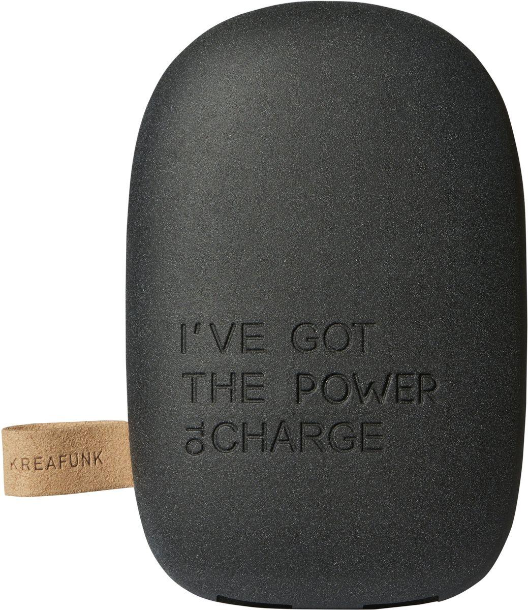 Kreafunk toCHARGE, Black внешний аккумуляторKfsk80Небольшой и изящный аккумулятор в стильном дизайне. toCHARGE гарантирует, что ваш смартфон, планшет или другие портативные устройства не останутся без энергии. Благодаря компактному размеру аккумулятор удобно носить с собой. Он идеально подходит для путешествий, долгих прогулок или встреч вне дома или офиса. В корпусе предусмотрено два USB порта, что позволяет одновременно заряжать два устройства. Мешок для хранения в комплекте. Аккумулятор упакован в красивую деревянную коробку, которую украшают слова из популярного сингла 90-х: «I've got the power».Технические характеристики:Литиевый аккумулятор 6000 мАч4 LED светоиндикатор оставшейся емкости батареи и статуса зарядкиВстроенный микропроцессор для предотвращения избытка и недостатка зарядки, перегрузки и короткого замыканияПодходит для iPhone Android, PSP, MID, мобильных телефонов, MP3, GPS и похожих устройствАвтоматическое включение и выключение питанияВыходная мощность 5В/1A & 5В/2.1AПродолжительность зарядки: 7-8 часовЗарядный кабель USB в комплектеМеждународные сертификаты: CE, FCC, RoHS, WEEE