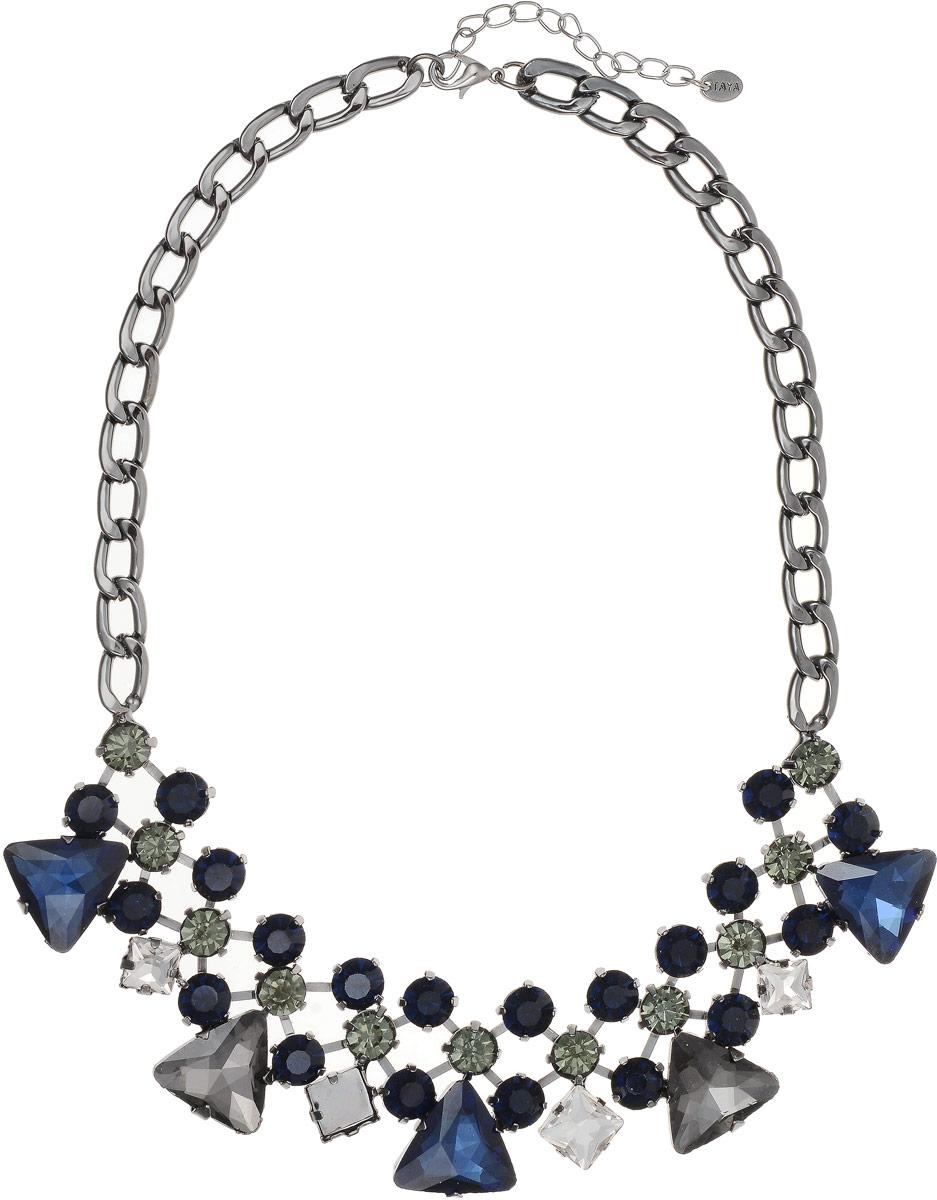 Колье Taya, цвет: серебристый, синий. T-B-8967Колье (короткие одноярусные бусы)Колье выполнено из крупных цепей с удлиняющей цепочкой с замочком-карабином. Колье изготовлено в темном серебре, прозрачными и серо-зелеными кристаллами. Цепь имеет плоскую форму, в центре графическая решетка со стразами в кропановых закрепках.