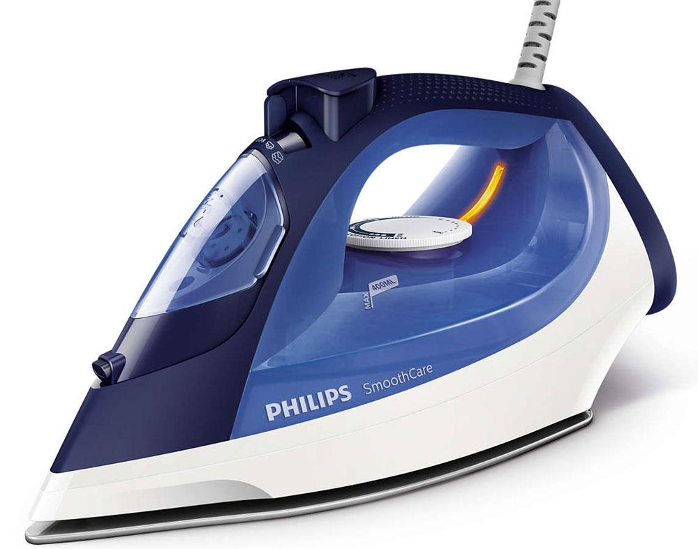 Philips GC3580/20 утюгGC3580/20Паровой утюг Philips GC3580/20 оснащен системой капля-стоп, поэтому вы сможете гладить даже деликатные ткани при низкой температуре, не беспокоясь о появлении пятен воды на одежде.Функция очистки от накипи Calc Clean очищает утюг Philips от известкового налета, продлевая срок службы утюга.Паровой утюг Philips обеспечивает постоянную подачу пара до 40 г/мин, обеспечивая оптимальное количество пара для разглаживания складок.Функцию парового удара можно использовать для вертикального отпаривания и устранения жестких складок.Удобное глаженье без частого долива воды. Большой резервуар для воды 400 мл обеспечивает более долгое глаженье и не требует частого наполнения. Простое управление за счет больших кнопок и удобного парорегулятора.Керамическая подошва EasyFlow устойчива к царапинам, хорошо скользит и удобна в очистке.