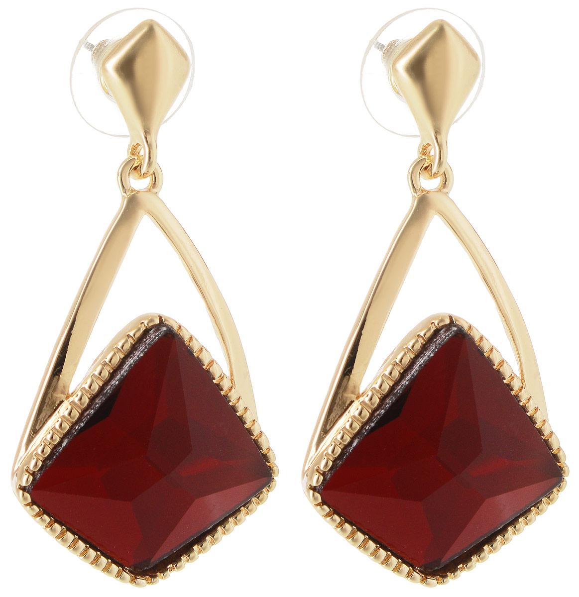 Серьги Taya, цвет: золотистый, красный. T-B-10737Пуссеты (гвоздики)Серьги-гвоздики Taya имеют удобную заглушку из металла-пластика. Изящные серьги-качели с крупным рубиново-красным кристаллом необычной формы. Так как кристалл не обрамлен, он смотрится очень выигрышно за счет искусной огранки и полупрозрачности камня.