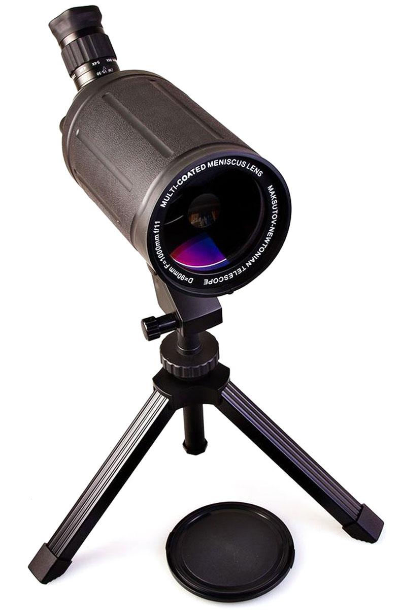 Veber MAK 1000х90, Black телескоп подзорный21165Телескоп подзорный Veber MAK 1000х90 имеет зеркально-линзовую конструкцию, построенную по классической схеме Максутова-Кассегрена. Эта зрительная труба и светосильная (диаметр 90 мм, она собирает на 65% света больше, чем аналогичные с диаметром 70 мм) и удивительно компактная (ее длина всего 300 мм). Влагозащищенное исполнение. Металлический прямой корпус покрыт толстой нескользящей резиной.Изображение четкое, резкое без окрашенности по краям. При зуммировании, для сохранения резкости, требуется легкая подфокусировка — совершенно необременительная для наблюдателя.Очень удобная система фокусировки. Барабанчик (расположен справа от окуляра), имеет два положения: 1- Выдвинут (для точной фокусировки на выбранный объект), 2- Задвинут (для быстрой фокусировки на выбранный объект), 3- Промежуточное положение (с трещоткой) — фокусировка исключена для предотвращения риска случайно сбить настройку.Все механические части окуляра, как и корпус, изготовлены из анодированного алюминия, вся оптика имеет многослойное просветление. Здесь же на окуляре расположено кольцо зуммирования (вращается плавно, с дозированным усилием) — доступно плавное увеличение трубы от 33х до 66х. Ближняя точка фокусировки 5 метров (при увеличении 33х). Заворачивающийся наглазник удобен при наблюдении в простых или солнцезащитных очках.В комплекте идет адаптер. Штатный ZOOM окуляр снимается (рифленое поворотное кольцо находится у основания окуляра), наворачивается адаптер. Теперь вы можете установить любой штатный окуляр от телескопа диаметром 1,25 (приобретается отдельно). Ваша зрительная труба превращается в полноценный телескоп!В комплекте поставляется настольный демонстрационный штатив. Он имеет механизм плавных подвижек по вертикали и по горизонтали — с помощью вращающихся рукояток. Так как крепление трубы осуществляется с помощью винта 1/4, при необходимости можно использовать любой фотоштатив.