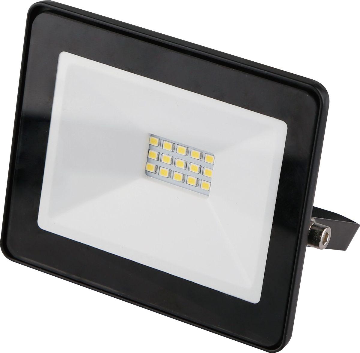 Прожектор светодиодный REV Ultra Slim, 10 W, 6500 К. 32300 632300 6Светодиодный супертонкий прожектор. Предназначен для освещения большого пространства или подсветки объектов и сооружений различного назначения. Корпус прожектора выполнен из металла. В качестве рассеивателя используется ударопрочное прозрачной стекло. Светоотражатель - алюминиевая фольга. Конструкция и применяемые при изготовлении материалы обеспечивают высокую механическую прочность и защиту от пыли и влаги по классу IP65.Потребляемая мощность 10Вт. Эффективность >80Лм/Вт. Прожектор крепится к монтажной поверхности стальной опорной скобой, которая обеспечивает простой монтаж и степень свободы при направлении корпуса изделия.