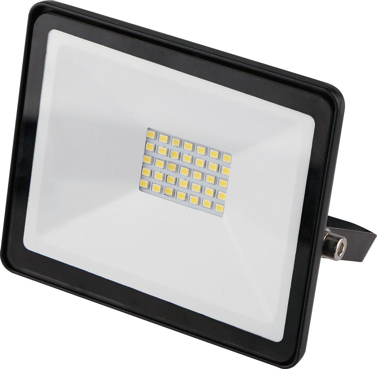 Прожектор светодиодный REV Ultra Slim, 30 W, 6500 К. 32302 032302 0Светодиодный супертонкий прожектор. Предназначен для освещения большого пространства или подсветки объектов и сооружений различного назначения. Корпус прожектора выполнен из металла. В качестве рассеивателя используется ударопрочное прозрачной стекло. Светоотражатель - алюминиевая фольга. Конструкция и применяемые при изготовлении материалы обеспечивают высокую механическую прочность и защиту от пыли и влаги по классу IP65.Потребляемая мощность 30Вт. Эффективность >80Лм/Вт. Прожектор крепится к монтажной поверхности стальной опорной скобой, которая обеспечивает простой монтаж и степень свободы при направлении корпуса изделия.
