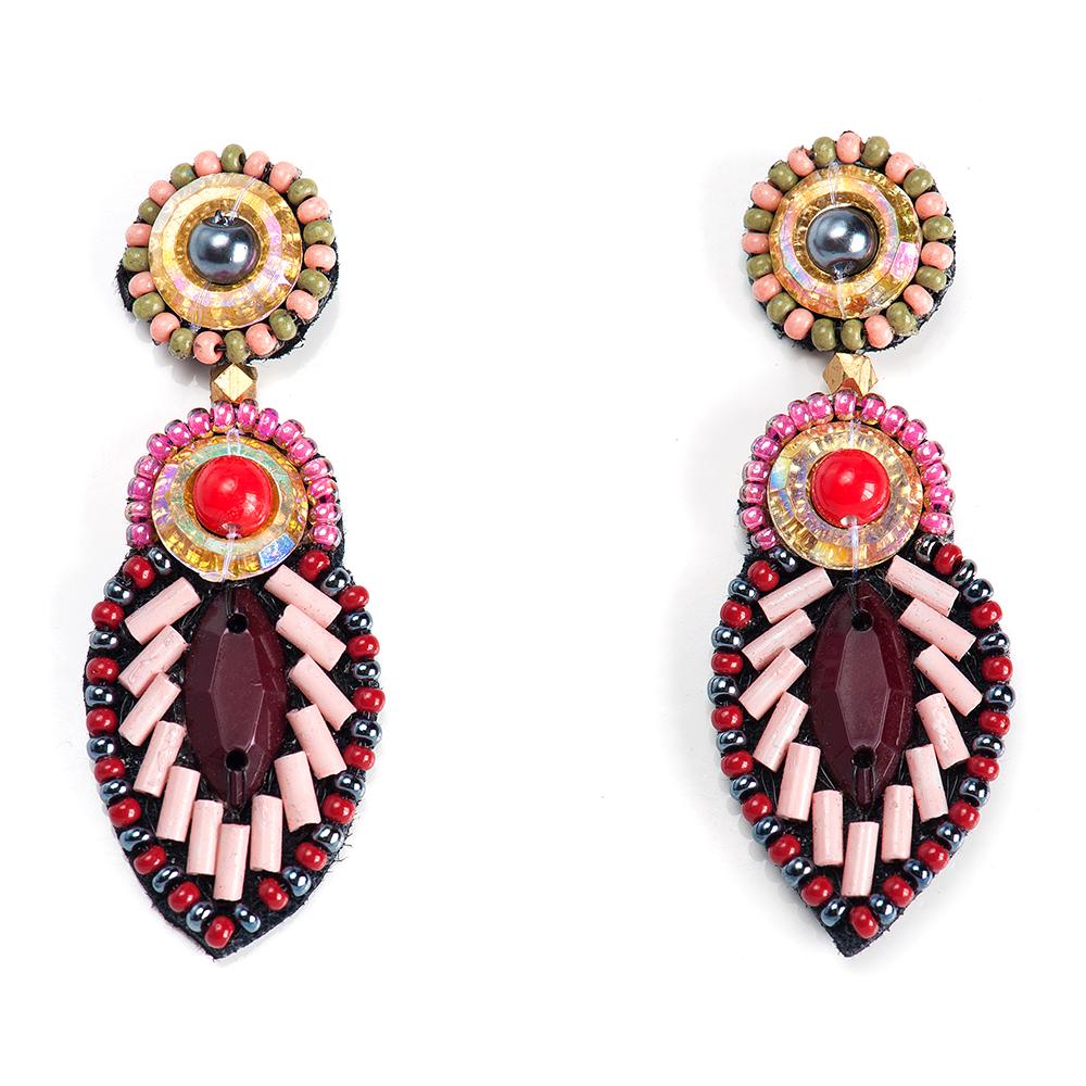 Серьги женские Selena, цвет: бордовый, красный, розовый. 20094950Серьги с подвескамиБисер, ювелирная смола, искусственный жемчуг, изнанка-натуральная замша, латунь. Гальваническое покрытие: золото., длина серег 5.5 см ширина 2 см