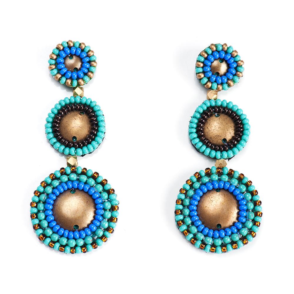 Серьги женские Selena, цвет: бирюзовый, голубой. 20094960Серьги с подвескамиБисер, изнанка-натуральная замша, латунь. Гальваническое покрытие: золото., длина серег 6 см ширина 2 см