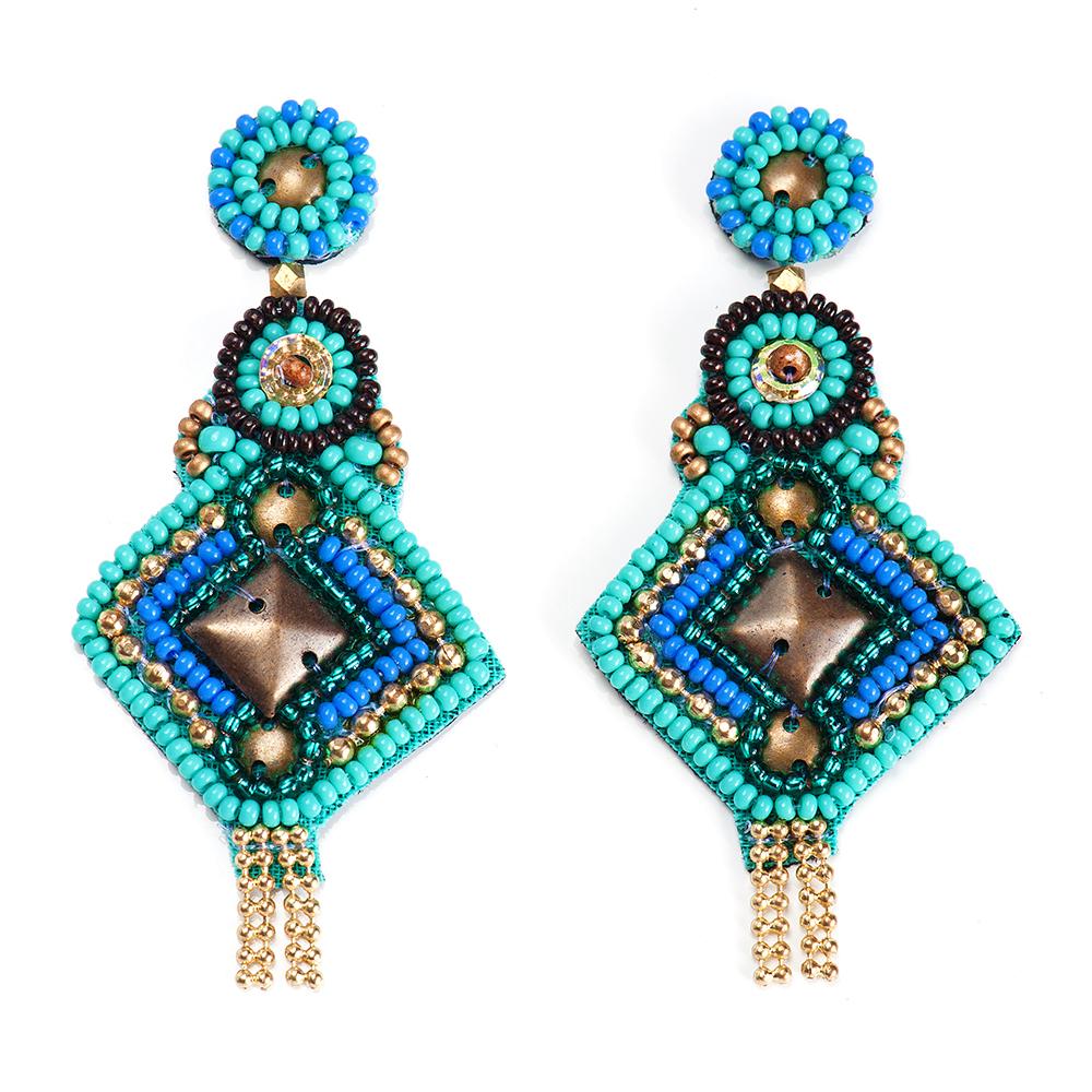 Серьги женские Selena, цвет: бирюзовый, голубой. 20094980Серьги с подвескамиБисер, изнанка-натуральная замша, латунь. Гальваническое покрытие: золото., длина серег 7.5 см ширина 3.5 см