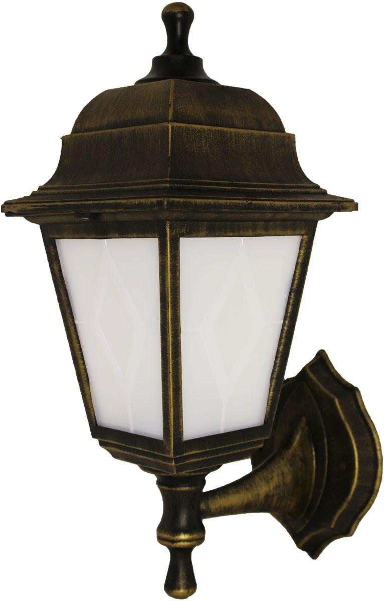 Светильник садовый настенный Duwi Lester, высота 380 мм. 24138 624138 6Настенный садовый светильник Duwi Lester выполнен в классическом стиле. Корпус изготовлен из ударопрочного пластика и окрашен в цвет состаренного золота. Рассеиватель выполнен из матового пластика. Отличительная особенность - возможность крепления двумя способами: бра вверх и бра вниз.Задняя крышка снабжена уплотнителем, который надежно защищает электропроводку от внешних воздействий. Изделие имеет монтажный разъем для легкого и быстрого подключения. Возможность использования с любыми лампами, имеющими цоколь E27 (накаливания, энергосберегающими, светодиодными). Светильник работает от сети 220 В, обладает высокой степенью пыле- и влагозащищенности IP44. Светильники Duwi Lester - идеальное решение для декоративного освещения летних домиков, беседок или садовых дорожек. Садово-парковые светильники под брендом DUWI изготавливаются в соответствии со строгими европейскими стандартами качества.