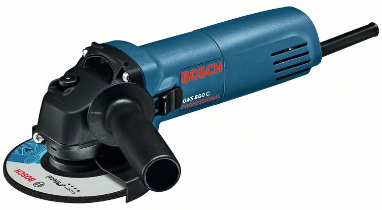 Угловая шлифмашина Bosch GWS 850 CE Professional0601378792Углошлифовальная машина BOSCH GWS 850 CE – это компактная и легкая профессиональная машина для шлифования, зачистки и резки металла, камня или древесины. Удобная электронная система регулировки числа оборотов, фиксация шпинделя. Быстрая замена угольных щеток для экономии времени. Система плавного пуска.Углошлифовальная машина BOSCH GWS 850 CE – инструмент профессионального класса, с помощью которого можно выполнять различные работы с металлом, камнем и деревом: шлифование, резку, крацевание, удаление ржавчины и краски. Несмотря на достаточную мощность, обеспеченную двигателем на 850 Вт, модель отличается компактными размерами и небольшим весом – всего 1,6 килограмма. Благодаря этому она не только производительная, но легко управляемая и маневренная.Для оптимальной настройки инструмента под любой материал и эффективного выполнения любых задач модель оснащена системой электронной регулировки числа оборотов и системой стабилизации выбранных параметров. Количество оборотов настраивается в пределах от 2800 до 11000 оборотов в минуту. Система плавного пуска обеспечивает аккуратное начало работы. Также инструмент оснащен ограничителем пускового тока, что помогает избежать скачка напряжения, и продлевает срок службы инструмента. Для удобной и быстрой замены принадлежностей предусмотрена фиксация шпинделя. Внешний доступ к угольным щеткам также облегчает обслуживание и экономит время. Знаменитое немецкое качество проявляется в каждой детали. Корпус из упрочненного пластика и бронированная обмотка гарантируют износостойкость и надежную работу в течение длительного времени.Узкий компактный корпус хорошо лежит в руке и имеет небольшую длину – всего 295 мм вместе с установленным кожухом, поэтому машина хорошо приспособлена для работы в труднодоступных местах. Для точных работ предусмотрена дополнительная боковая рукоятка, которую можно установить как справа, так и слева.