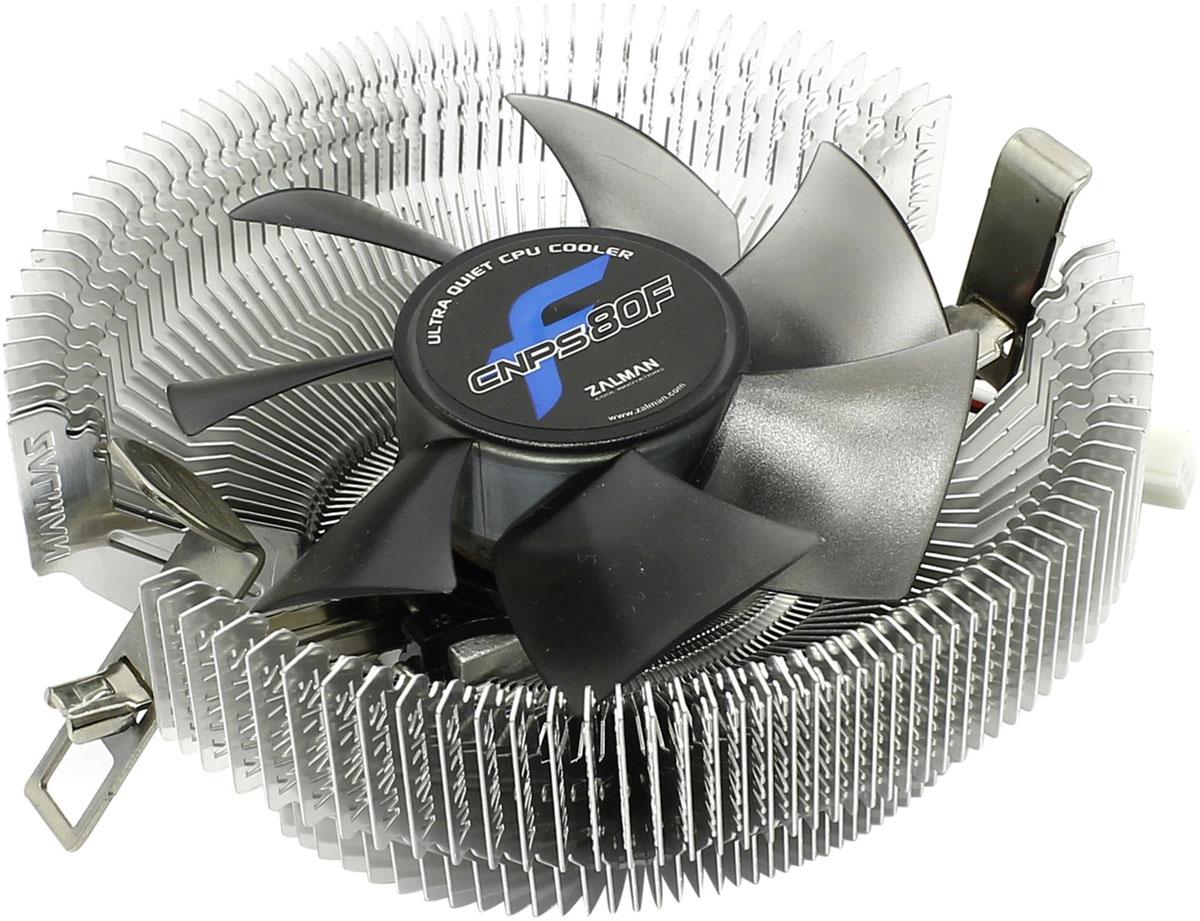 Zalman CNPS80F кулер для процессораCNPS80FКулер Zalman CNPS80F для процессора имеет широкую совместимость со множеством CPU и прост в установке. Рёбра радиатора в форме пропеллера увеличивают поток воздуха и уменьшают уровень шума. Благодаря прямому направлению потока холодного воздуха от вентилятора на материнскую плату охлаждается не только процессор, но и компоненты системы вокруг него.Одной из передовых систем приводов, используемых в кулерах, является FSB (жидкостная защита привода). Она используется для защиты основных узлов от пыли, а 80-мм вентилятор с системой минимизации шума гарантирует высокую производительность системы охлаждения.Компактный размер, всего 48,4 мм в высоту,позволяет устанавливать даже в корпус типа LP (Low Profile). Кулер также идеально подходит для использования в домашних кинотеатрах. Вес кулера - всего 198 грамм.
