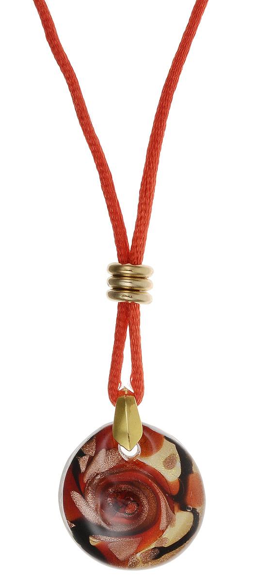 Кулон на шнурке Джаз. Муранское стекло, шелковый шнурок красного цвета, ручная работа. Murano, Италия (Венеция)Брошь-кулонКулон на шнурке Джаз.Муранское стекло, шелковый шнурок красного цвета, ручная работа.Murano, Италия (Венеция).Размер:Кулон - диаметр 2,5 см.Шнурок - полная длина 48 см.Каждое изделие из муранского стекла уникально и может незначительно отличаться от того, что вы видите на фотографии.