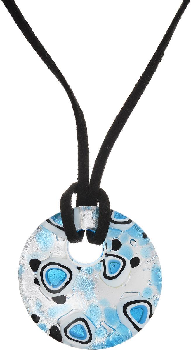 Кулон на шнурке Голубые облака. Муранское стекло, шнурок из искусственной замши, ручная работа. Murano, Италия (Венеция)39890|Колье (короткие одноярусные бусы)Кулон на шнурке Голубые облака.Муранское стекло, шнурок из искусственной замши, ручная работа.Murano, Италия (Венеция).Размер:Кулон - диаметр 4 см.Шнурок - полная длина 42 см.Каждое изделие из муранского стекла уникально и может незначительно отличаться от того, что вы видите на фотографии.