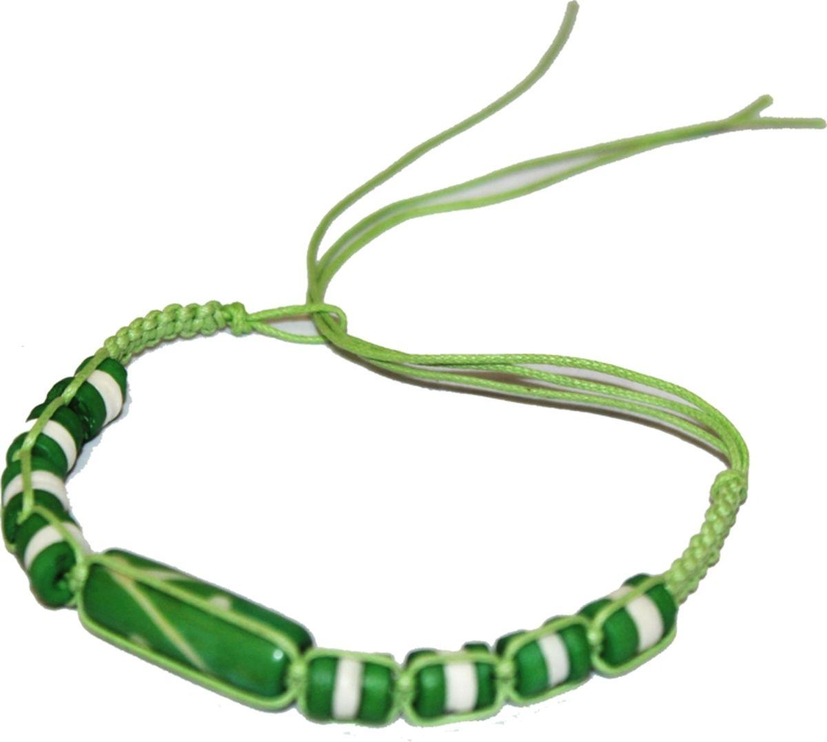 Браслет Ethnica, цвет: зеленый. 419015НПО 060717-19Стильный браслет-фенечка ручной работы Ethnica, выполненный из нитей с натуральными костяными бусинами, отлично впишется как в мужской, так и в женский образ. Размер браслета регулируется с помощью петли.Классика среди повседневных аксессуаров, фенечка поможет экспериментировать со своим образом, привнося в него новые краски и настроение.