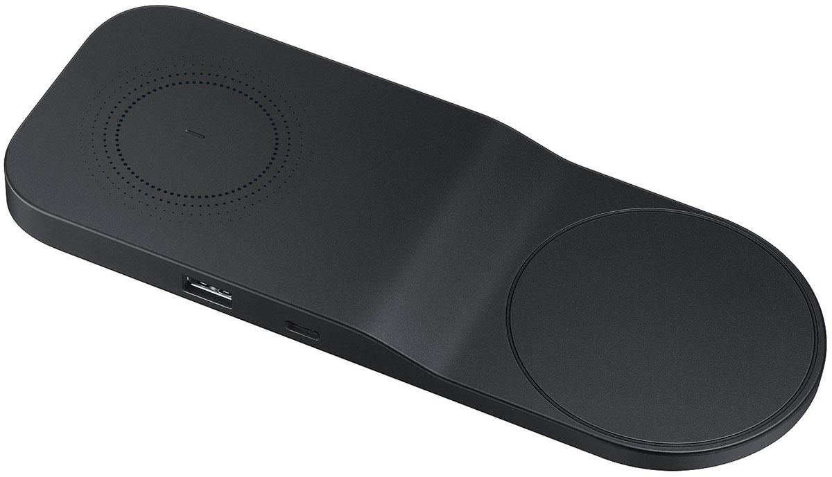 Samsung EP-PA710TBRGRU, Black беспроводное зарядное устройствоEP-PA710TBRGRUSamsung EP-PA710TBRGRU - стильное беспроводное зарядное устройство стандарт Qi с функцией одновременной зарядки нескольких совместимых устройств.Новое беспроводное зарядное устройство от компании Samsung впитало в свой дизайн всё лучшее от модных предметов домашнего обихода, чтобы гармонично вписываться в любой интерьер.Вы можете одновременно зарядить до трёх устройств, например 2 совместимых мобильных устройства и стереогарнитуру Samsung Level U Pro ANC. Просто разместите смартфоны на зарядном устройстве, а гарнитуру подключите проводом к соответствующему разъёму, и зарядка начнётся автоматически.