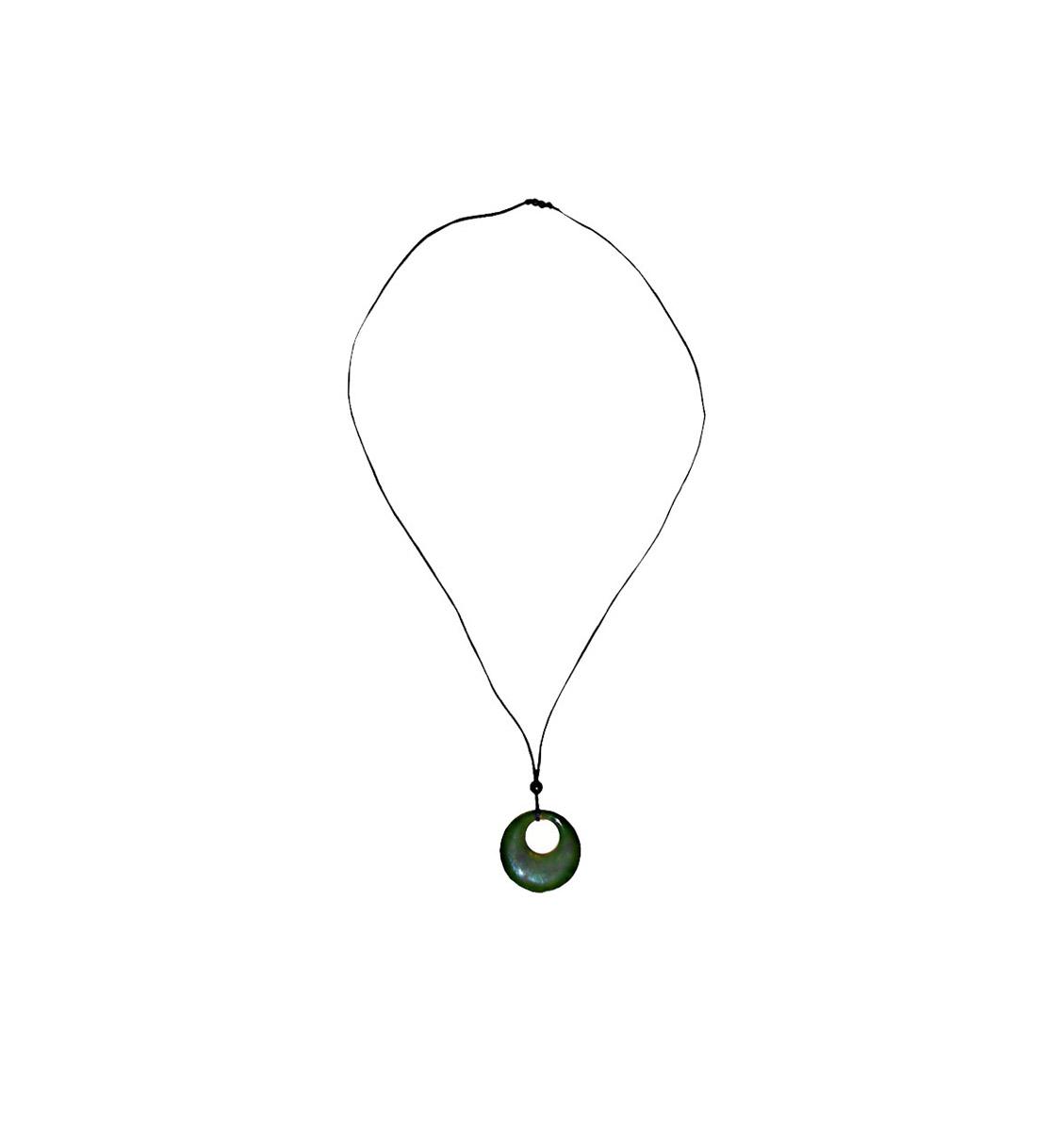 Винтажный кулон с нитью Зеленое кольцо. Искусственный камень. США, 1980 годыАромакулонВинтажный кулон с нитью Зеленое кольцо.Искусственный камень, имитация кожи.США, 1980 годы.Длина 39 см.Сохранность отличная.