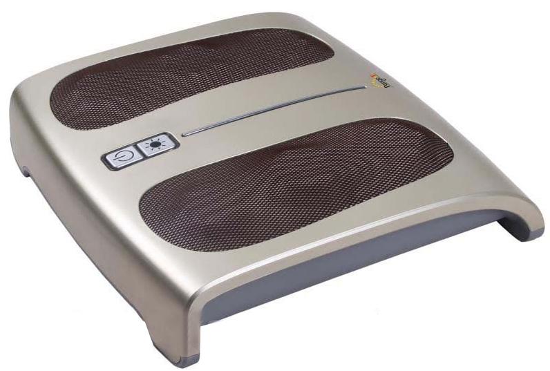 Pango Массажер для ног Домашний целительPNG-FM80Массажер для ног — Домашний целитель. Три вращающихся кольца с шестью выступами с каждой стороны платформы для ног обеспечивают эффективный разминающий массаж стоп. Стимулирующее воздействие на акупунктурные точки благотворно влияет на весь организм. Обтекаемая эргономичная форма идеальна для массажа стоп по методу «Шиацу». Инфракрасный прогрев улучшает кровообращение. Регулируемый угол наклона для наибольшего удобства в применении. Разминающий массаж и приятный прогрев дарят ощущения блаженства при массаже стоп. Улучшается кровообращение в ногах, обменные процессы во всем организме. Целебный массаж точек акупунктуры стопы снимает усталость ног, улучшает общее самочувствие и настроение.