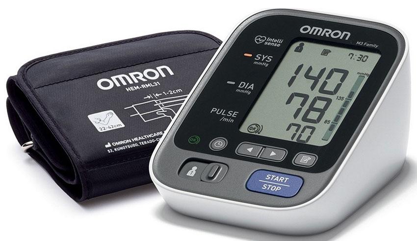Omron M3 Family тонометр + адаптер + универсальная манжета HEM-7133-ALRUУТ000000751, HEM-7133-ALRUТонометр M3 Family — это компактный, полностью автоматический прибор для измерения артериального давления, работающий на основе осциллометрического метода. Он легко и быстро измеряет артериальное давление и частоту пульса. Прибор использует усовершенствованную технологию «IntelliSense», которая обеспечивает комфортное для пациента управляемое нагнетание воздуха в манжету без предварительной установки требуемого уровня давления воздуха или его повторной накачки. Технология Intellisense гарантирует автоматический выбор необходимого давления в манжете перед измерением. Прибор не создает чрезмерного давления в манжете и исключает болевые ощущения во время измерения.