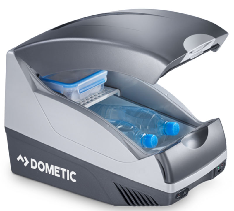 Dometic BordBar TB 15 автохолодильникTB 15Наслаждайтесь отдыхом в пути с Dometic BordBar TB 15. Этот элегантный портативный холодильник отлично вписывается в интерьер большинства транспортных средств. Храните закуски и напитки охлажденными, а гамбургеры и жареную картошку подогретыми. Термоэлектрический холодильник легко использовать, и он всегда может быть у вас под рукой.Холодопроизводительность: макс. 20 °C ниже температуры окружающей средыТеплопроизводительность: 65 °C (температура в камере)