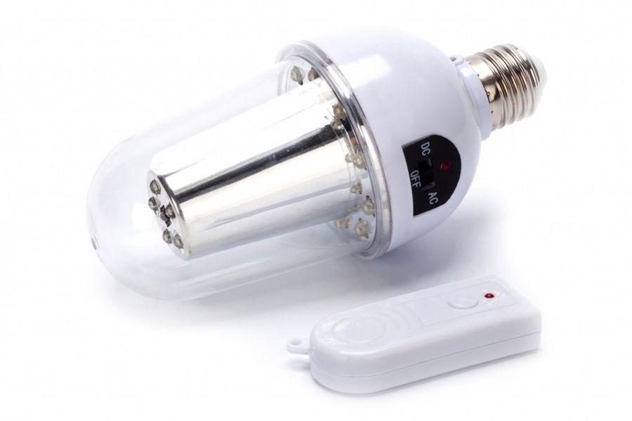 Лампа Bradex, с аккумулятором и пультом управленияTD 0402Дома в вашем районе часто остаются без электричества? Не погружайтесь в темные века, расставляя по дому свечи с капающим на мебель воском. Решите проблему современно – воспользуйтесь лампой на дистанционном управлении с аккумулятором! С аккумуляторной светодиодной лампой проблемы с электричеством не застанут вас врасплох. Преимущества:- автоматически включается при отключении электроэнергии сети и продолжает светить еще 5-6 часов;- включается и выключается при помощи стационарного выключателя или пульта управления на расстоянии до 10 метров;- заряжается автоматически от электросети во время работы;- может использоваться как переносной фонарь;- имеет стандартные размеры цоколя Е27 и параметры напряжения 110-240В;- прослужит около 800 тыс. часов.Аккумуляторная лампа на дистанционном управлении – это современное решение проблем с электричеством!