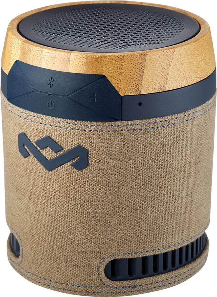 House of Marley Chant, Navy портативная акустическая системаEM-JA008-NVПродукция бренда Marley отличается особым шармом, благодаря дизайнерскому стилю и использованию натуральных материалов. Портативная Bluetooth акустика Chant Mini не исключение. Миниатюрная колонка напоминает своим дизайном африканский иснтрумент там-там. Chant Mini сопрягается со всеми мобильными устройствами, поддерживающими Bluetooth. Также возможно и проводное подключение через стандартный аудио разъем. Динамик акустики будет радовать вас ярким, мощным и сочным звучанием. Аккумулятор обеспечивает до 8ч работы без подзарядки. К тому же, встроенный микрофон позволяет использовать колонку в качестве устройства громкой связи. Помимо всего прочего, колонку возможно прикрепить к одежде или рюкзаку с помощью карабина, который входит в комплектацию. И даже, если пойдет небольшой дождь, колонка выдержит и это испытание, так как обладает степенью защиты IPX4.Функциональные особенности: Защита от водяных брызг (IPX4). Встроенный микрофон. Выход на наушники. Материал корпуса: Бамбук, ткань Rewind, пластик, перфорированный аллюминий. Комплектация: Портативная колонка, карабин, кабель USB, инструкция. Размеры, мм: 90 x 85 x 90. Размер упаковки (ДхШхВ), см: 11 x 11 x 15. Вес, г: 340. Вес в упаковке, г: 350.
