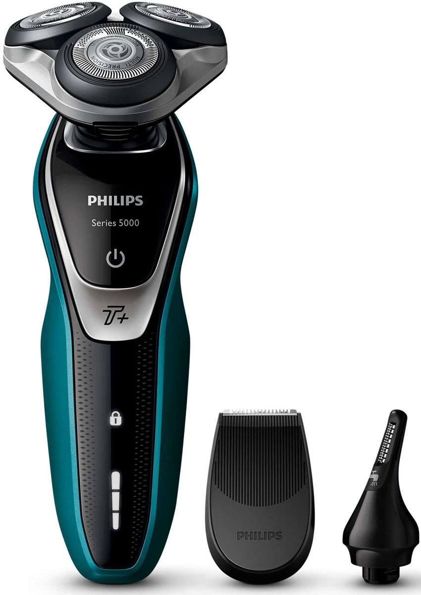 Philips S5550/44, Blue Black электробритваS5550/44Бритва Philips S5550/44 обеспечивает освежающее бритье и защищает кожу.Система лезвий MultiPrecision с закругленными краями бритвенных головок легко скользит по коже для бережного и безопасного бритья.Уплотнение Aquatec позволяет выбирать наиболее комфортный способ бритья: быстрое и комфортное сухое бритье или влажное бритье с использованием геля или пены. Вы можете использовать прибор даже в душе.Мощность увеличена на 20 % для более быстрого бритья даже густой бороды.Быстрое и гладкое бритье. Система лезвий MultiPrecision в несколько движений приподнимает и срезает волоски и щетину.Головки Flex двигаются независимо друг от друга в 5 направлениях. Это гарантирует оптимальный контакт с кожей для быстрого и гладкого бритья даже на шее и подбородке.На интуитивно понятном дисплее отображается вся необходимая информация, что позволяет в полной мере использовать все возможности вашей бритвы: трехуровневый индикатор аккумулятора, индикатор очистки, индикатор низкого заряда аккумулятора, индикатор сменной головки, индикатор дорожной блокировки.Один цикл зарядки обеспечивает от 50 минут автономной работы или примерно 17 сеансов бритья. Бритва работает только в беспроводном режиме.Мощный энергоэффективный и долговечный литий-ионный аккумулятор обеспечивает долгое время работы бритвы после каждой зарядки. Быстрой зарядки в течение 5 минут хватает для проведения одного сеанса бритья.Чтобы завершить образ, используйте безопасный для кожи съемный компактный триммер. Он идеально подходит для моделирования усов и подравнивания висков.Быстрое и безопасное подравнивание волос в носу и ушахУдаляет нежелательные волосы в носу и ушах. Технология ProtecTrim и удобный угол наклона триммера обеспечивают быстрое, простое и комфортное подравнивание без выдергивания волосков.