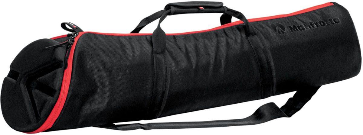 Manfrotto MBAG90PN, Black чехол для штативаMB MBAG90PNMBAG90PN — это сумка с прокладкой, созданная для защиты штатива с установленной на него головкой. Она имеет следующие отличия:• Асимметрично-коническая форма позволяет хранить штатив с присоединенной головкой. Ноги штатива удобно помещаются в более узкой стороне сумки.• Основная молния идет по всей длине сумки, огибая кольцом ее верхнюю часть, чтобы вы могли легко открыть и взять свой штатив.• Термоформированная прокладка защищает головку штатива при транспортировке.• Внутренная карман для аксессуаров, таких как рукоятки панорамирования.• Можно носить на входящем в комплект наплечном ремне, в руке горизонтально за боковую ручку или вертикально за торцевую ручку.