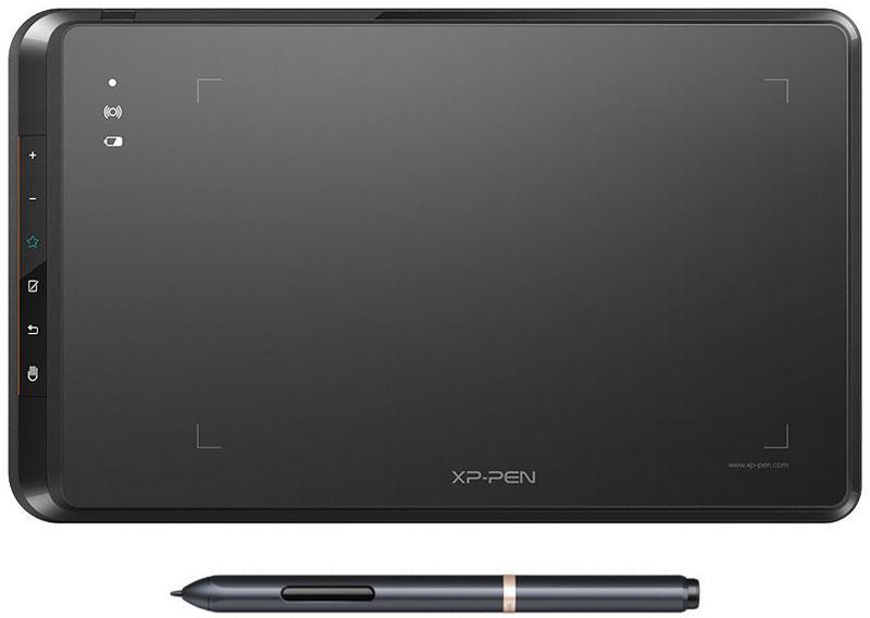 Xp-Pen Star 05 графический планшет708402555790Графические планшеты серии Star помогут вам начать свой творческий путь. Настольный планшет Xp-Pen Star 05 прекрасно подходят как для цифрового рисования, так и для ретуширования фотографий, создания набросков и дизайна.Графический планшет Star 05 использует технологии ISM 2.4G и FHSS, которые обеспечивают отличный прием и соединение. Благодаря возможности беспроводной связи планшет Star 05 позволяет вам с легкостью фиксировать свои творческие идеи тогда, когда Вас посетит вдохновение.Благодаря новому эргономичному дизайну работать со стилусом РОЗ удобнее, чем когда-либо прежде. Стилус не имеет бата рейки и не требует подзарядки, что позволяет рисовать не отвлекаясь на мелочи.Компактный размер планшета (8*5 дюймов) позволяет брать его собой в дорогу. XP-Pen Star 05 отлично подходит для использования в ограниченном пространстве рабочего стола.Планшет Star 05 поддерживает функцию автоматической коррекции линий и функцию антишейк. Чувствительность к нажатию пера 2048 уровней позволит рисовать скетчи, аниме, комиксы и т.д.Планшет Star 05 имеет настраиваемые сенсорные кнопки, которые помогут значительно ускорить работу на планшете и по максимуму отказаться от использования клавиатуры. Работа на планшете стала еще более продуктивной и естественной.Драйвер совместим с операционными системами Windows W/8/7/Vista, Mac OS lQAx, а также почти со всеми известными графическими приложениями: Photoshop, Painter, Adobe Illustrator и др.Максимальная высота считывания пера: 10 ммТочность: ±0.01 д.Рабочая область: 203 x 127 мм