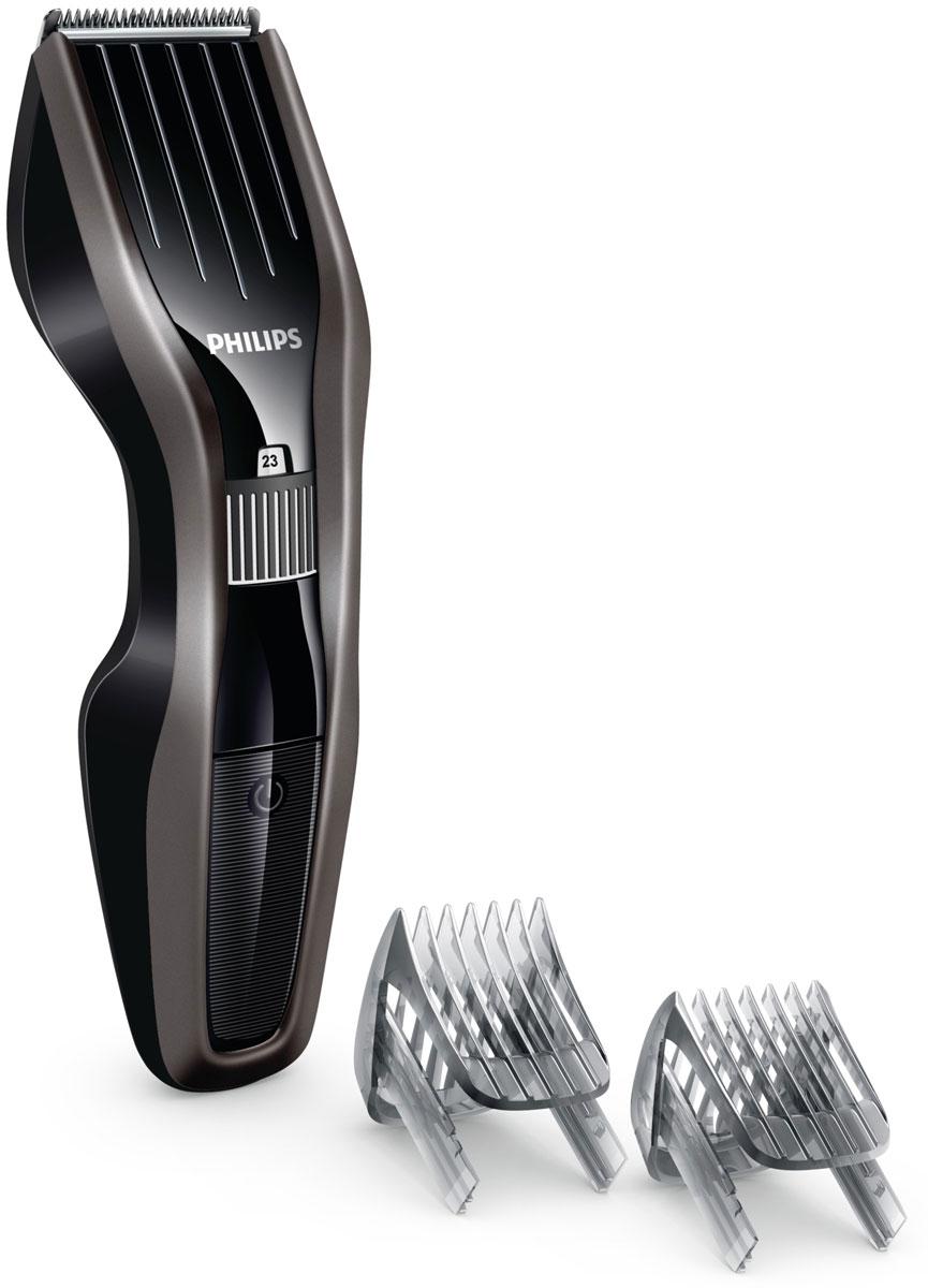 Philips HC5438/15 беспроводная машинка для стрижки волос с 23 установками длиныHC5438/15Машинка для стрижки волос Philips HC5438/15 создана для отличных результатов и долгой службы. Инновационный режущий блок, лезвия из нержавеющей стали и регулируемый гребень — все, что нужно для быстрой и точной стрижки снова и снова.Усовершенствованная технология DualCut — это режущий блок с двойной заточкой и низким коэффициентом трения. Корпус из стали обеспечивает дополнительную надежность, а инновационный режущий блок гарантирует в два раза более быструю стрижку по сравнению с обычными машинками Philips. Самозатачивающиеся лезвия из нержавеющей стали долго остаются острыми.Поверните колесико для выбора и фиксации нужной установки длины. Прибор оснащен 23 установками длины: от 1 до 23 мм с шагом 1 мм. Прибор также можно использовать без гребня для подравнивания на минимальной длине 0,5 мм.Для максимальной мощности и свободы движения питание прибора может осуществляться как от сети, так и от аккумулятора. 75 минут автономной работы после 8 часов зарядки.Просто выберите и зафиксируйте нужную установку длины с помощью регулировочного колесика, в зависимости от того, хотите ли вы подровнять бороду или создать идеальную щетину. Прикрепите регулируемый гребень для бороды с 23 фиксируемыми установками длины от 1 до 23 мм с шагом 1 мм. Прибор также можно использовать без гребня для подравнивания на минимальной длине 0,5 мм.