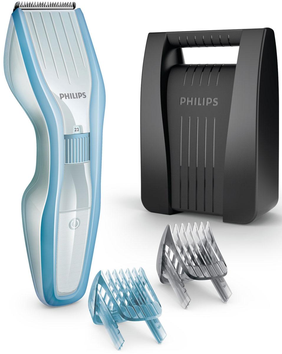 Philips HC5446/80 беспроводная машинка для стрижки волос с детским гребнемHC5446/80Машинка для стрижки Philips HC5446/80 - простое решение для всей семьи. Регулируемые гребни для детей и взрослых, инновационный режущий блок и самозатачивающиеся лезвия гарантируют профессиональный результат и обеспечивают идеально ровную стрижку даже для членов семьи с чувствительной кожей и мягкой структурой волос. Детский гребень с закругленными кончиками и короткими зубцами подходит для самых маленьких членов семьи. Он плавно скользит по волосам, не царапая кожу и делая процесс стрижки приятным и безопасным. Просто выберите желаемую длину на регулируемом гребне с 23 установками от 1 до 23 мм с шагом 1 мм. Или используйте прибор без гребня для минимальной длины 0,5 мм. Усовершенствованная технология DualCut — это режущий блок с двойной заточкой и низким коэффициентом трения. Корпус из стали обеспечивает дополнительную надежность, а инновационный режущий блок гарантирует в два раза более быструю стрижку по сравнению с обычными машинками Philips. Самозатачивающиеся лезвия из нержавеющей стали долго остаются острыми. Поверните колесико для выбора и фиксации нужной установки длины. Прибор оснащен 23 установками длины: от 1 до 23 мм с шагом 1 мм. Прибор также можно использовать без гребня для подравнивания на минимальной длине 0,5 мм.В комплект машинки для стрижки входит жесткий чехол для надежного хранения: оптимальные условия для поддержания превосходной мощности и точности работы устройства в течение долгого срока.Съемные лезвия для удобной очистки. Просто снимите головку, чтобы освободить и очистить лезвия.