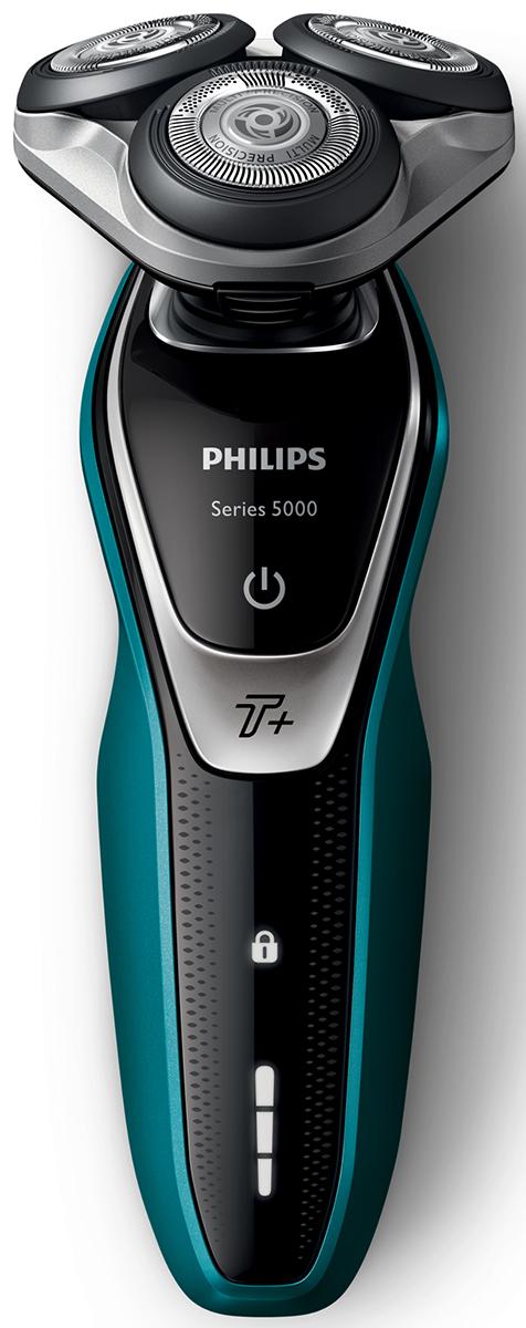 Philips S5550/44 электробритва с компактным тримером и насадкой для носаS5550/44Бритва Philips S5550/44 обеспечивает освежающее бритье и защищает кожу.Система лезвий MultiPrecision с закругленными краями бритвенных головок легко скользит по коже для бережного и безопасного бритья.Уплотнение Aquatec позволяет выбирать наиболее комфортный способ бритья: быстрое и комфортное сухое бритье или влажное бритье с использованием геля или пены. Вы можете использовать прибор даже в душе.Мощность увеличена на 20 % для более быстрого бритья даже густой бороды.Быстрое и гладкое бритье. Система лезвий MultiPrecision в несколько движений приподнимает и срезает волоски и щетину.Головки Flex двигаются независимо друг от друга в 5 направлениях. Это гарантирует оптимальный контакт с кожей для быстрого и гладкого бритья даже на шее и подбородке.На интуитивно понятном дисплее отображается вся необходимая информация, что позволяет в полной мере использовать все возможности вашей бритвы: трехуровневый индикатор аккумулятора, индикатор очистки, индикатор низкого заряда аккумулятора, индикатор сменной головки, индикатор дорожной блокировки.Один цикл зарядки обеспечивает от 50 минут автономной работы или примерно 17 сеансов бритья. Бритва работает только в беспроводном режиме.Мощный энергоэффективный и долговечный литий-ионный аккумулятор обеспечивает долгое время работы бритвы после каждой зарядки. Быстрой зарядки в течение 5 минут хватает для проведения одного сеанса бритья.Чтобы завершить образ, используйте безопасный для кожи съемный компактный триммер. Он идеально подходит для моделирования усов и подравнивания висков.Быстрое и безопасное подравнивание волос в носу и ушахУдаляет нежелательные волосы в носу и ушах. Технология ProtecTrim и удобный угол наклона триммера обеспечивают быстрое, простое и комфортное подравнивание без выдергивания волосков.