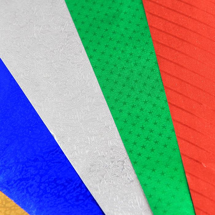 Набор цветной фольгированной бумаги Fancy прекрасно подходит для изготовления эксклюзивных подарков, открыток и многого другого. Детали, вырезанные из такой бумаги, эффектно смотрятся на открытках, аппликациях и других всевозможных поделках. В набор входит фольгированная бумага с тиснением красного, зеленого, синего, серебристого и желтого цветов. Работа с набором развивает мелкую моторику, усидчивость и формирует художественный вкус.  Характеристики: Формат: A4.