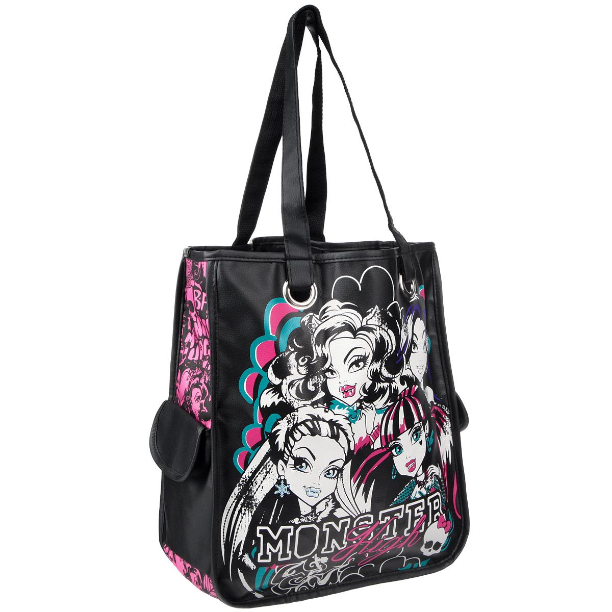 Эффектная детская сумка Monster High обязательно понравится вашему ребенку. Сумочка выполнена из легкого текстильного материала и украшена ярким принтом с изображением героев одноименного популярного мультсериала. Сумка имеет одно большое внутреннее отделение и два боковых кармана на липучке. Яркую сумку с длинными текстильными ручками можно носить как в руках, так и на плече.