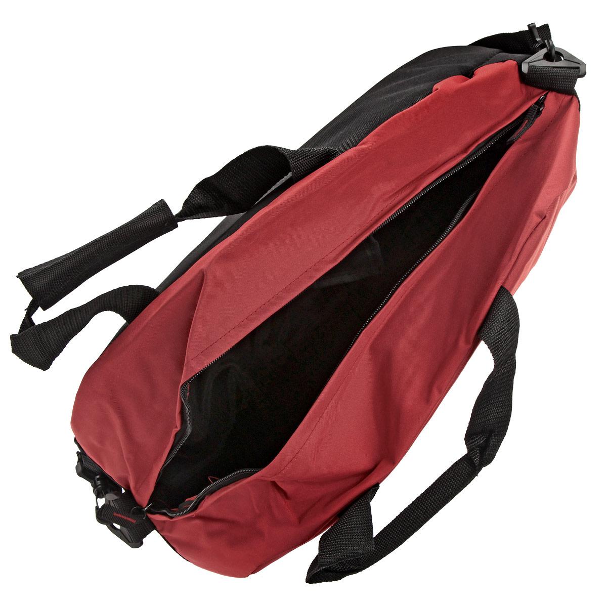 Спортивная сумка Angry Birds предназначена для переноски спортивных вещей, обуви и инвентаря. Сумка выполнена из прочного полиэстера и оформлена ярким принтом с изображением героев игры Angry Birds. Сумка имеет одно вместительное отделение, закрывающееся на застежку-молнию. Внутри находятся один карман на молнии и два небольших открытых кармашка под мобильный телефон. Спортивная сумка оснащена двумя текстильными ручками для переноски в руке и плечевым ремнем, регулируемым по длине. В этой сумке ваш ребенок с удовольствием будет носить свои вещи и спортивный инвентарь.