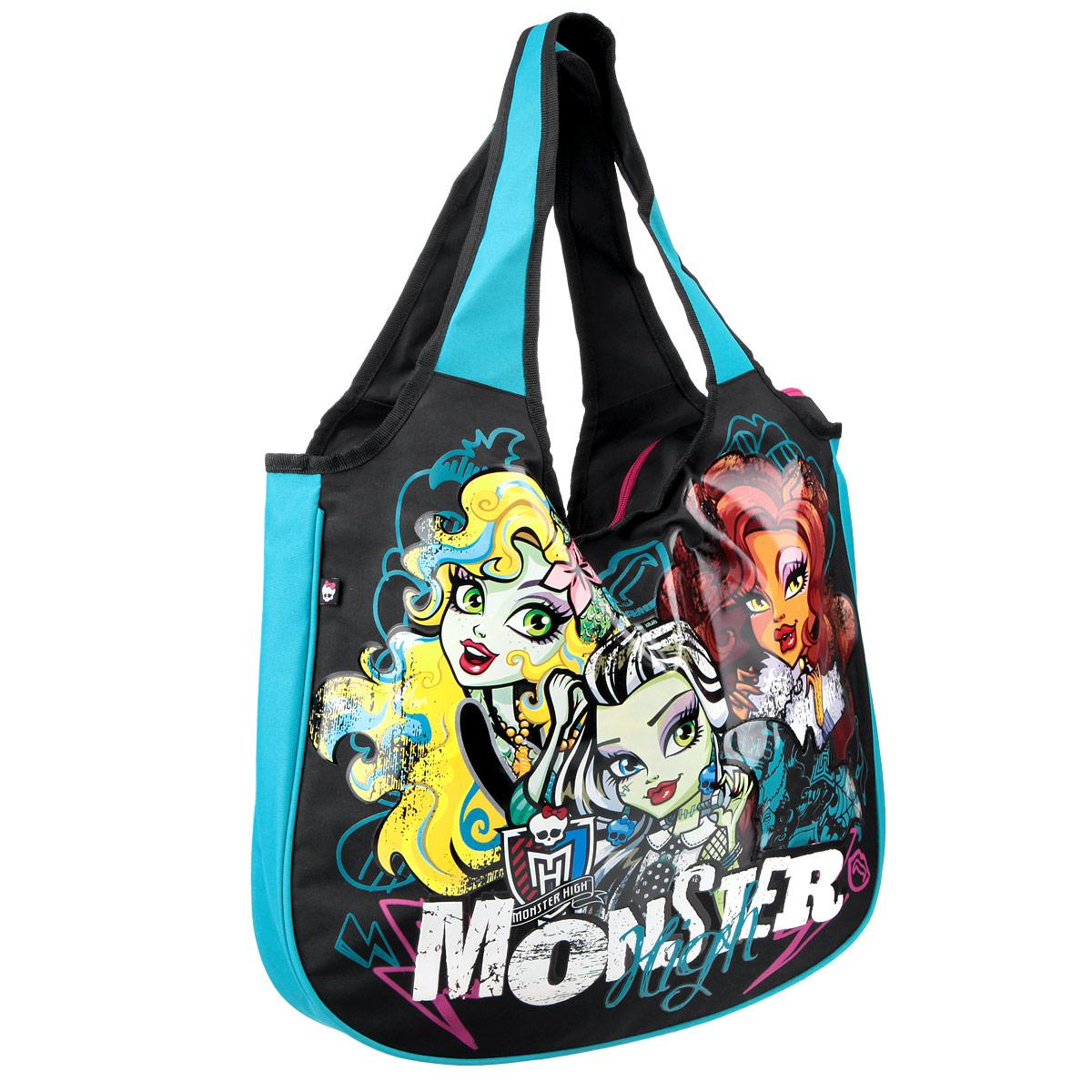 Эффектная детская сумка Monster High обязательно понравится вашему ребенку. Сумочка выполнена из легкого текстильного материала и украшена ярким принтом с изображением героев одноименного популярного мультсериала и прозрачным фрагментом в форме летучей мыши. Сумка имеет одно большое внутреннее отделение, которое застегивается на молнию. Яркую сумку с длинными текстильными ручками можно носить как в руках, так и на плече. Ручки выполнены цельными с основой, благодаря чему предотвращается возможное повреждение в местах их соединения с корпусом. К сумке пристегнут небольшой текстильный кошелек на молнии, который может использоваться отдельно.