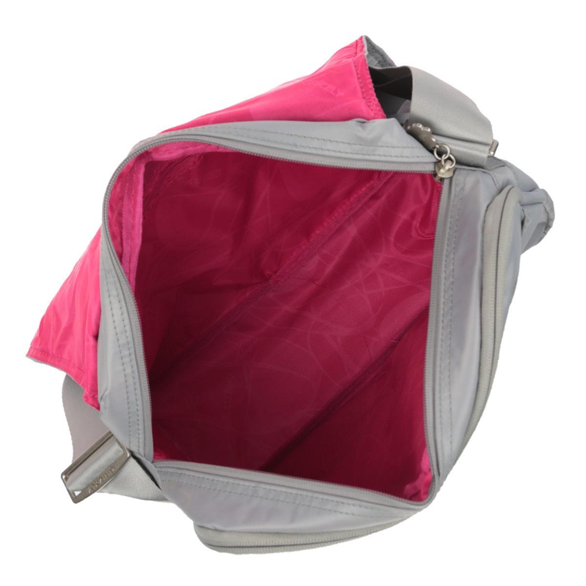 Сумка дамская наплечная с клапаном, двумя отделениями, передними и внутренними карманами, регулируемым ремнем.