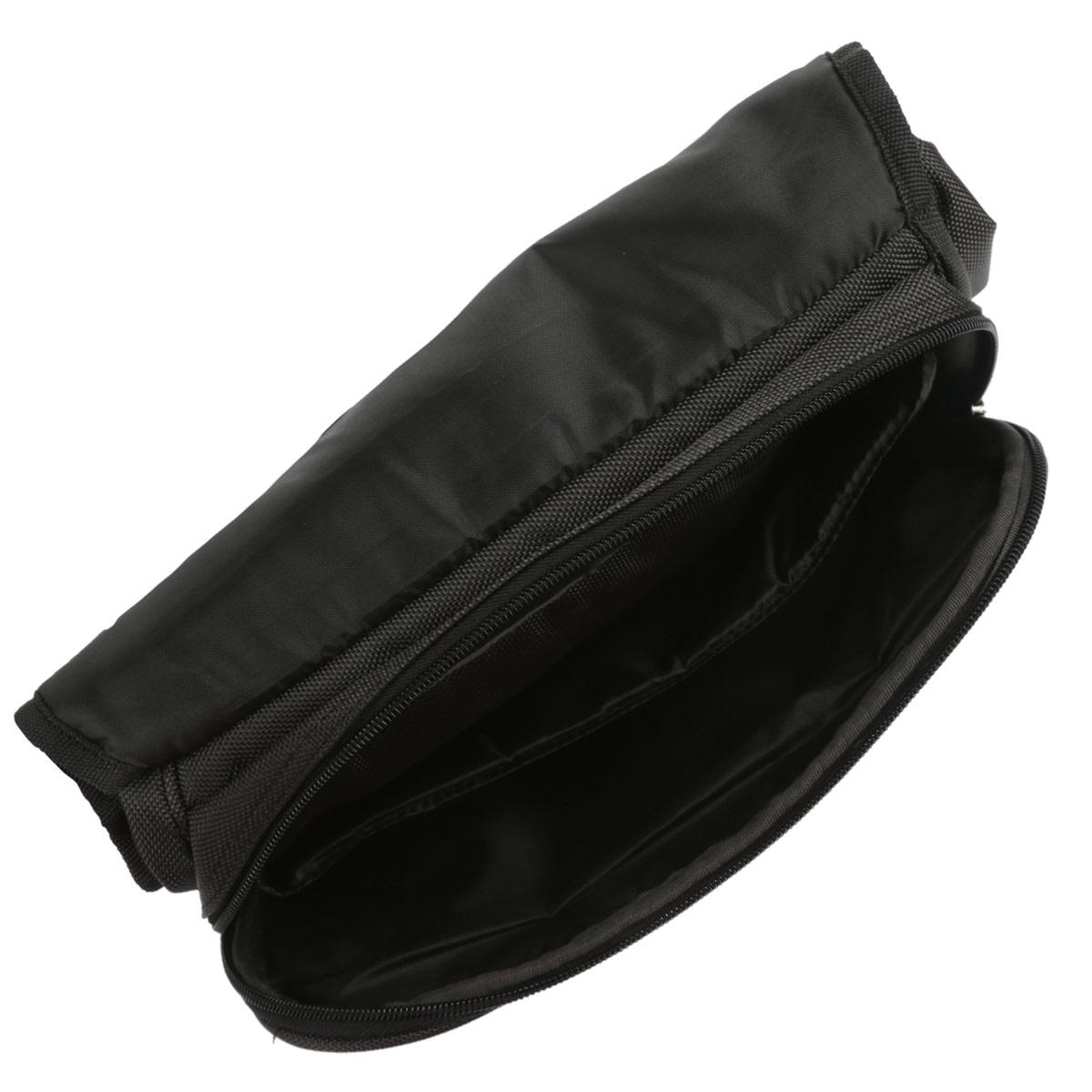 Сумка детская Proff Top Gear выполнена из прочного полиэстера серого цвета. Удобная наплечная сумка содержит одно основное отделение, которое закрывается на застежку-молнию и плотный клапан с липучками. Внутри отделения имеется большой открытый карман. Под клапаном расположился врезной карман на застежке-молнии. Одна из стенок сумки дополнена вторым врезным карманом на застежке-молнии. Сумка имеет одну широкую лямку для переноски на плече. Лямка легко регулируется по длине. Оригинальная эргономичная конструкция сумки плавно повторяет форму тела, не мешает ходьбе и бегу. Прочную и вместительную сумку Top Gear можно использовать для повседневных прогулок и отдыха.
