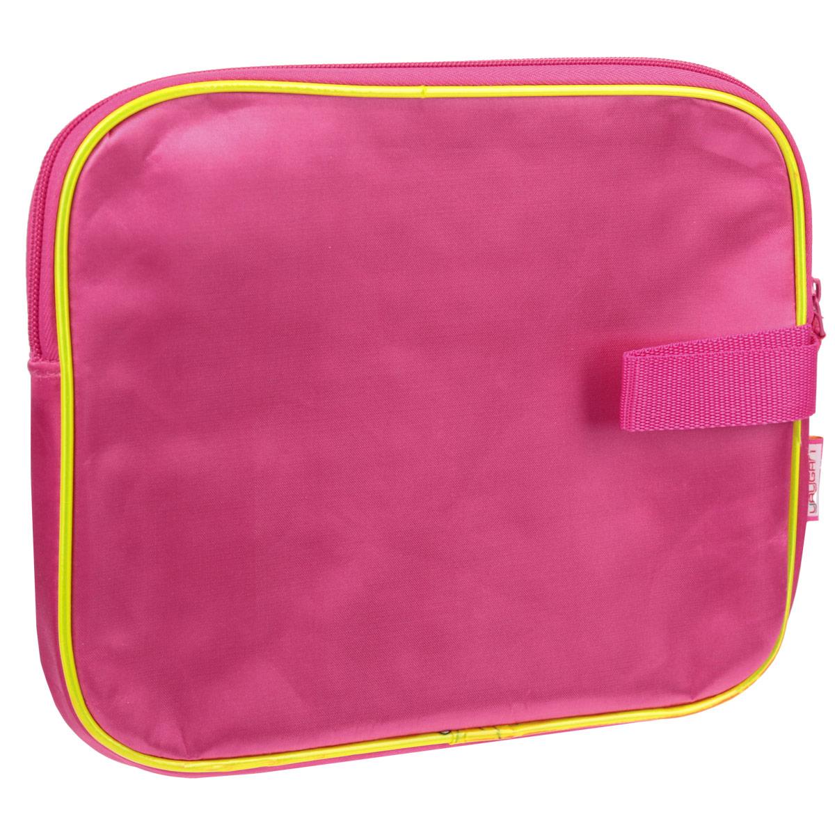 Стильный дизайн и неизменное качество исполнения сумочки для IPad Winx Club не оставят равнодушным ни вас, ни вашу малышку. Сумочка выполнена из качественного синтетического материала розового цвета и оформлена ярким изображением героинь мультсериала Winx Club. У сумочки есть небольшая ручка для удобного ношения и расположения в сумочке девочки.