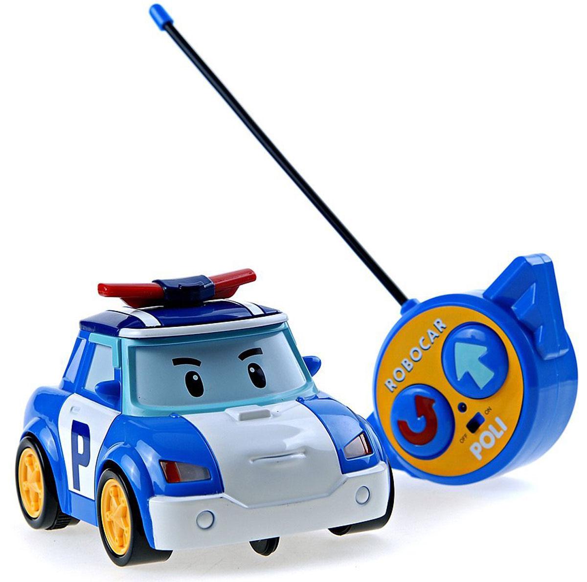 """Радиоуправляемая игрушка со световыми эффектами """"Поли"""" привлечет внимание вашего ребенка и не позволит ему скучать. Она выполнена из прочного пластика синего и белого цветов в виде полицейской машинки Поли - персонажа мультфильма """"Робокар Поли и его друзья"""". Игрушка может двигаться вперед, поворачивать направо и разворачиваться. Во время движения у нее светятся фары. Колеса машинки дополнены резиновыми вставками, которые исключают скольжение игрушки на гладкой поверхности. К машинке прилагается пульт с инфракрасным дистанционным управлением, на котором имеются две крупные кнопки выбора направления движения машинки и кнопка включения. Такая замечательная игрушка подарит вашему малышу массу положительных эмоций! Для работы машинки необходима 3 батареи напряжением напряжением 1,5V типа АА, для работы пульта управления необходима 1 батарея напряжением 9V типа 6LR61 (не входят в комплект)."""