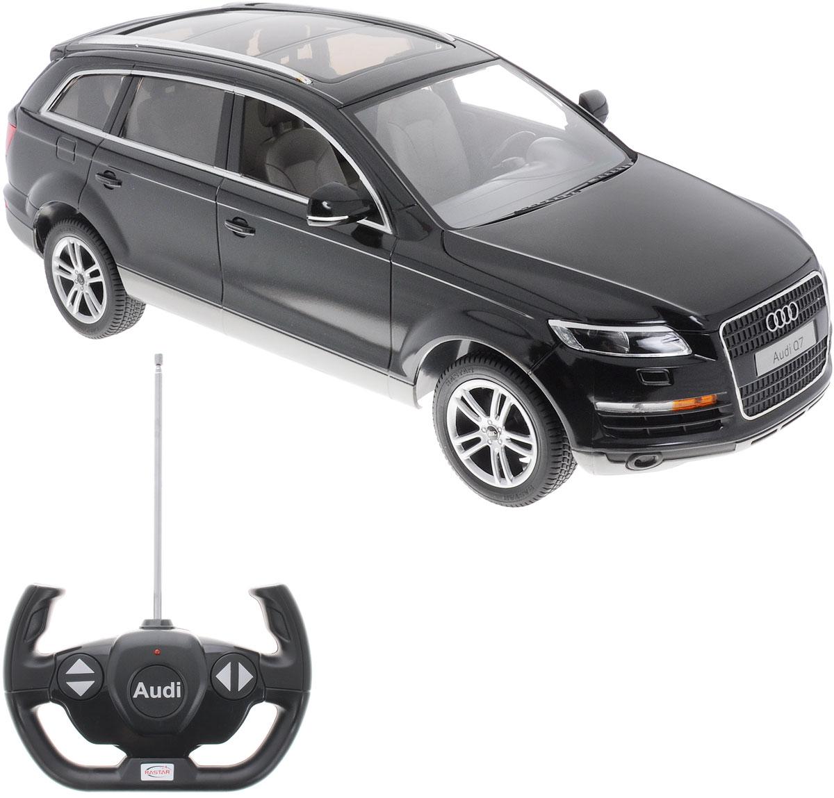 """Радиоуправляемая модель Rastar """"Audi Q7"""" станет отличным подарком любому мальчику! Все дети хотят иметь в наборе своих игрушек ослепительные, невероятные и модные автомобили на радиоуправлении. Тем более, если это автомобиль известной марки с проработкой всех деталей, удивляющий приятным качеством и видом. Одной из таких моделей является автомобиль на радиоуправлении Rastar """"Audi Q7"""". Это точная копия настоящего авто в масштабе 1:14. Автомобиль обладает неповторимым провокационным стилем и спортивным характером. Потрясающая маневренность, динамика и покладистость - отличительные качества этой модели. Возможные движения: вперед, назад, вправо, влево, остановка. При движении загораются фары и стоп-сигналы. Для работы игрушки необходимы 5 батареек типа АА (не входят в комплект). Для работы пульта управления необходима 1 батарейка типа """"Крона"""" (не входит в комплект)."""