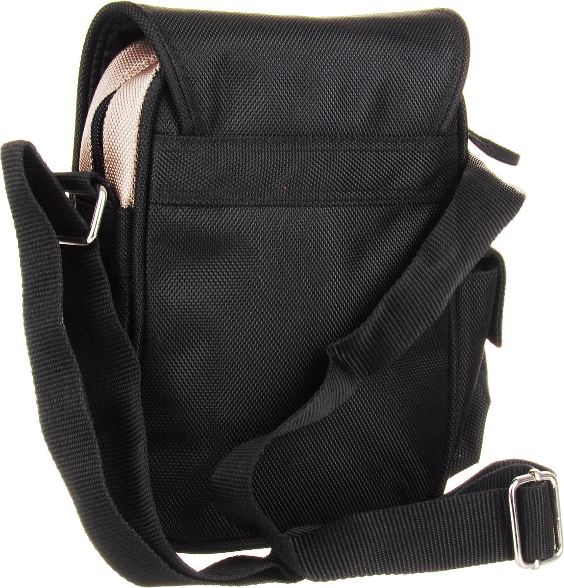 Компактная молодежная сумка Lonsdale изготовлена из прочного, износостойкого материала и оформлена оригинальным термопринтом.  Сумка имеет одно основное отделение, которое закрывается на молнию и клапаном на карабине. Внутри отделения расположен открытый накладной карман. Под клапаном размещен дополнительный врезной карман на молнии. С одного бока сумки имеется накладной кармашек под клапаном на липучке. Удобная лямка регулируется по длине. Гармоничное сочетание в отделке подчеркивает индивидуальность изделия и станет идеальным дополнением вашего повседневного образа.